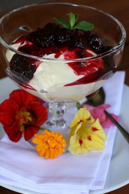 Creme de Limão Siciliano com Calda de Frutas Vermelhas e Vinho Branco