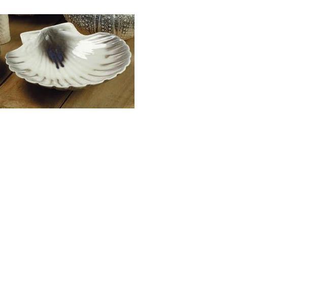 Ceramic scallop shell dish made in New Zealand by Studio Ceramics.