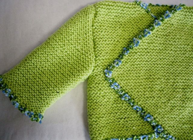 Handmade ( cardigan of cotton yarn with a blue gallon of flowers) for babies from 0 to 4 months
