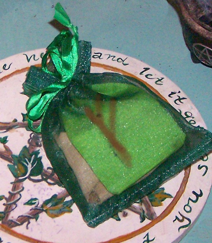 Free Money Spell: How to Make a Money-Making Charm Bag - This is worth reading - Pinned by The Mystic's Emporium on Etsy