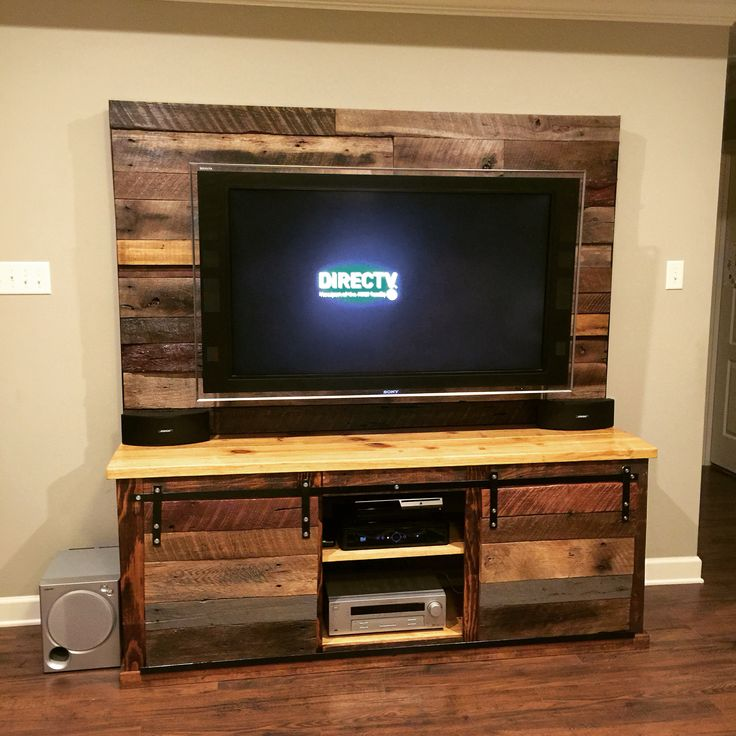 Rustic Media Console #Rustic #BarnWood #Pallet #ReclaimedWood #DIY #Farmhouse #BarnDoors