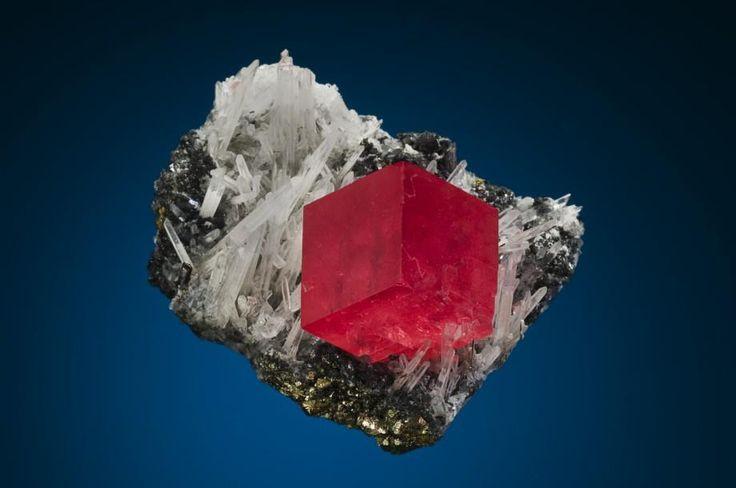 Rhodochrosite - Sweet Home Mine, Mount Bross, Alma District, Park Co., Colorado, USA Size: 4.8 cm w