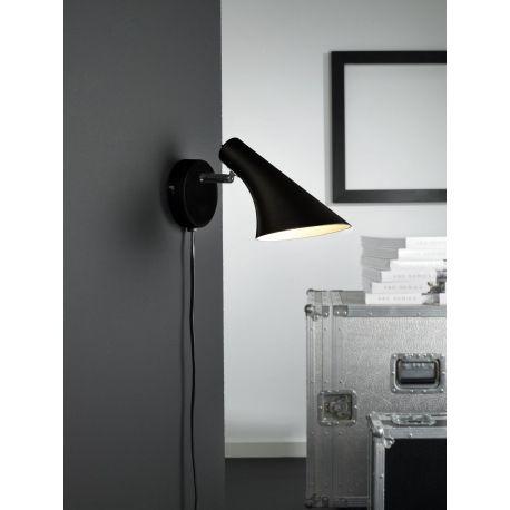 Te nowoczesne kinkiety ścienne to połączenie kunsztu wzornictwa, wygody i funkcjonalności. Kinkiet Vanila swoją niewymowną formą znajdzie uznanie wśród fanów modnych, designerskich lamp. Kinkiet będzie doskonale wyglądał w towarzystwie innych lamp z serii Vanila. Ruchome ramię klosza pozwala skierować światło w wybrane miejsce.
