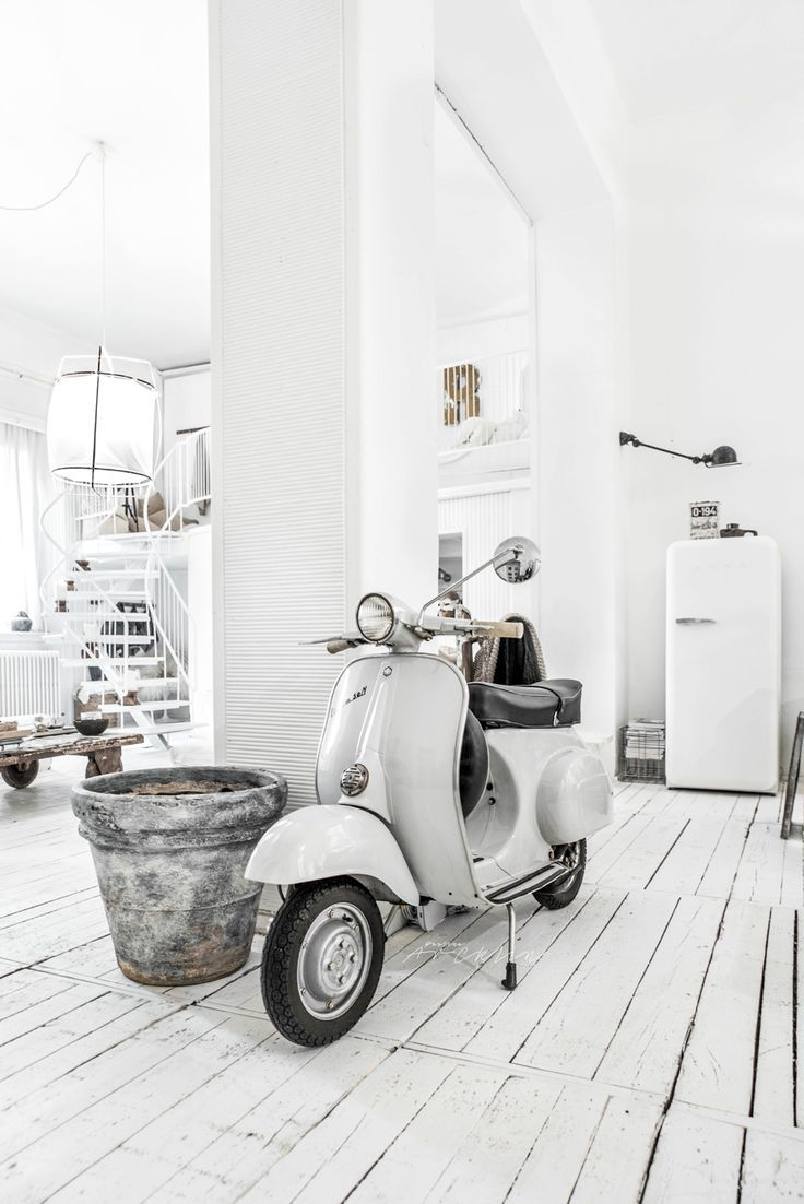 47 best scooter decor images on pinterest motor scooters for Vespa decoration