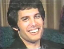 Freddie Mercury Teeth | Freddie Mercury never had his teeth fixed, because he was scared it ...
