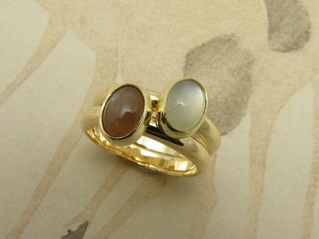 * gemstones and pearls | oogst-sieraden * Aanschuifringen * Bolle ringen van eigen goud vervaardigd met ovale witte en roze maansteen * Maatwerk *