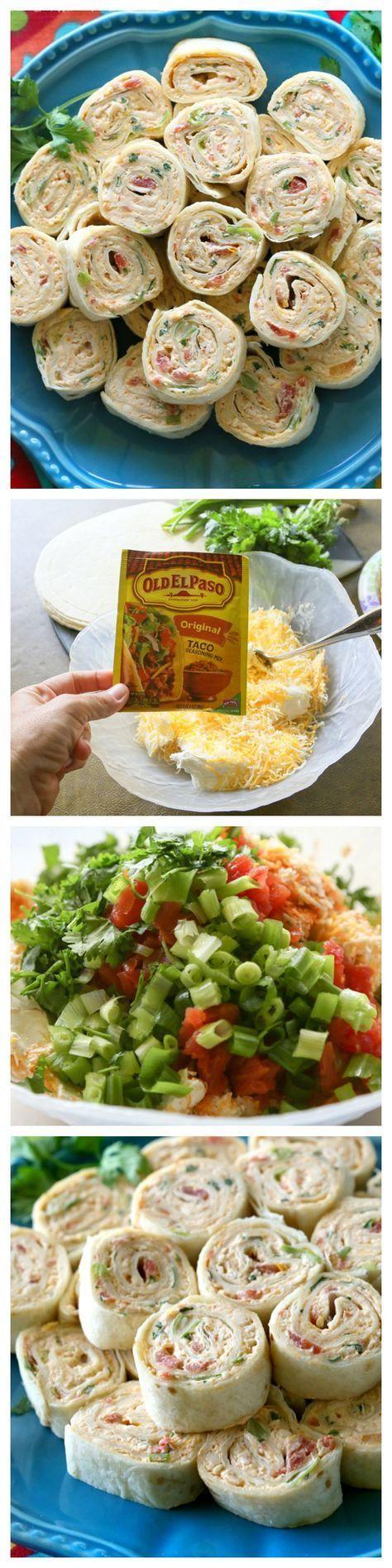 Estos Chicken Enchilada roll ups son un gran aperitivo para los partidos! Fácil de hacer por delante y fácil de servir. the-girl-who-ate-everything.com