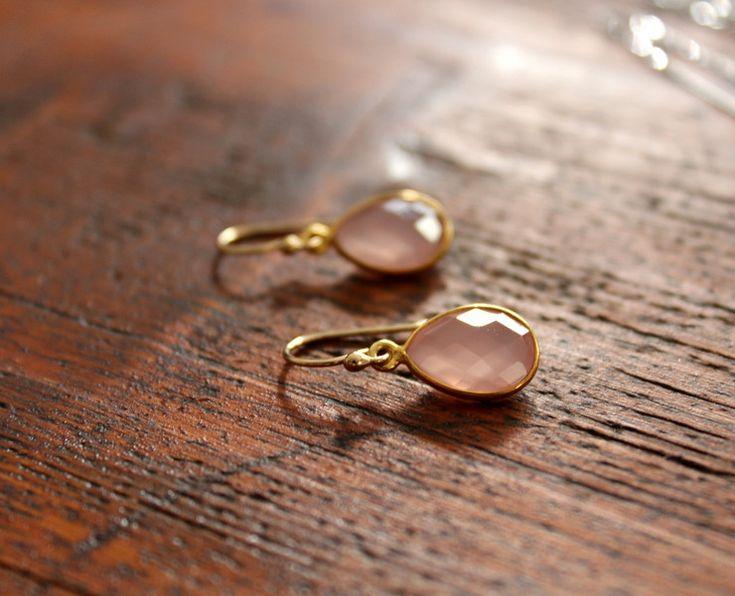 Gold-filled 14K Ohrringe m. rosa Chalcedon-Tropfen von *edelfeinES* auf DaWanda.com