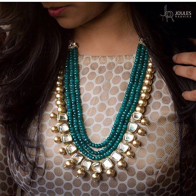 Look gorgeous in this beautiful neckpiece of kundans and pearls so perfectly…