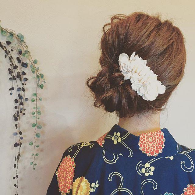 浴衣で1番可愛い髪型はコレ♡大人のミディアムアレンジ集  -  Locari(ロカリ)