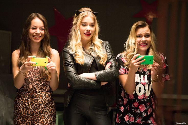 Fame Bitches in ihrem Element: Mel (Alena Wolf, links), Jessy (Milena Tscharntke, Mitte) und Li (DagiBee, rechts)