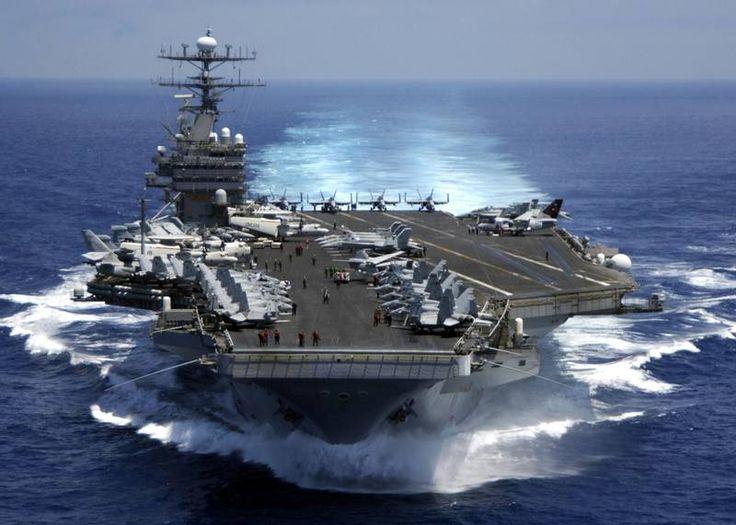 USS Carl Vinson - USA har 11 hangarskibe, der hver rummer næsten 6000 mennesker og knap 70 fly og helikoptere. Foto: Petty Officer 3rd Class Dusty Howell, U.S. Navy