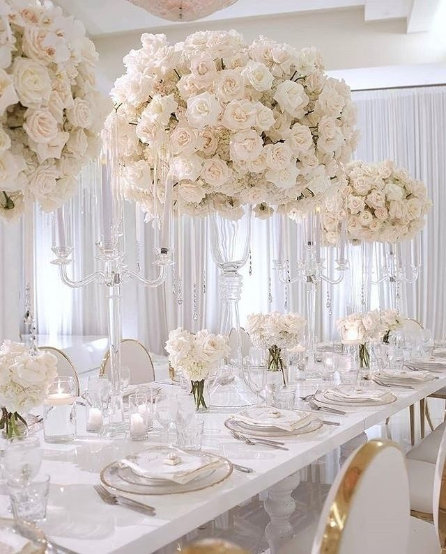 All White Weddings Never Go Out Of Style Especially With A Subtle Hint Of Go Wedding Floral Centerpieces White Wedding Centerpieces White Wedding Decorations