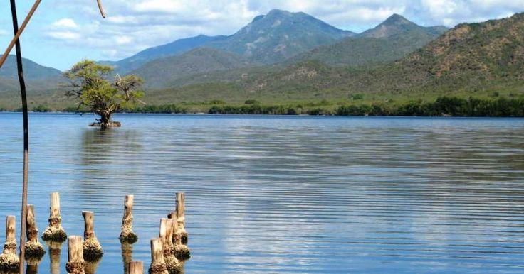 El Parque Baconao, declarado Reserva Mundial de la Biosfera por la UNESCO y situado a 20 kilómetros de la ciudad de Santiago de Cuba,  es uno de los destinos turísticos más frecuentados en la región oriental de la isla.