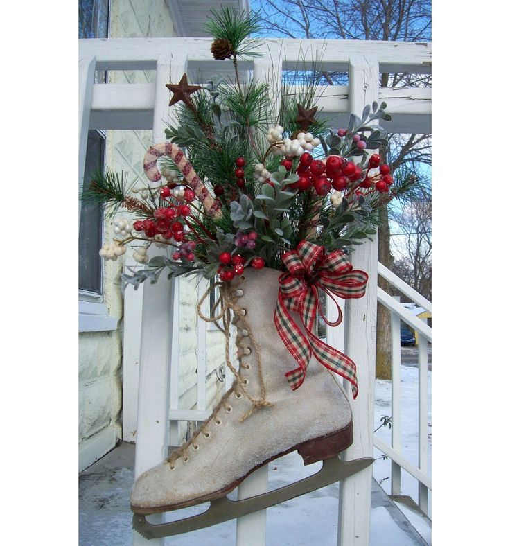 decorate ice skates | decorating using old ice skates | Vintage Christmas Ice SkatePrimitive ...