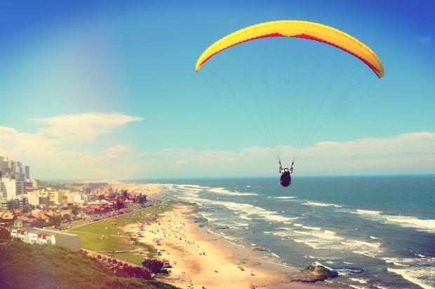 Saltar en paracaídas en Brasil, una de las experiencias viajeras con las que sueñan los fans de intercambioCasas - HomeExchange