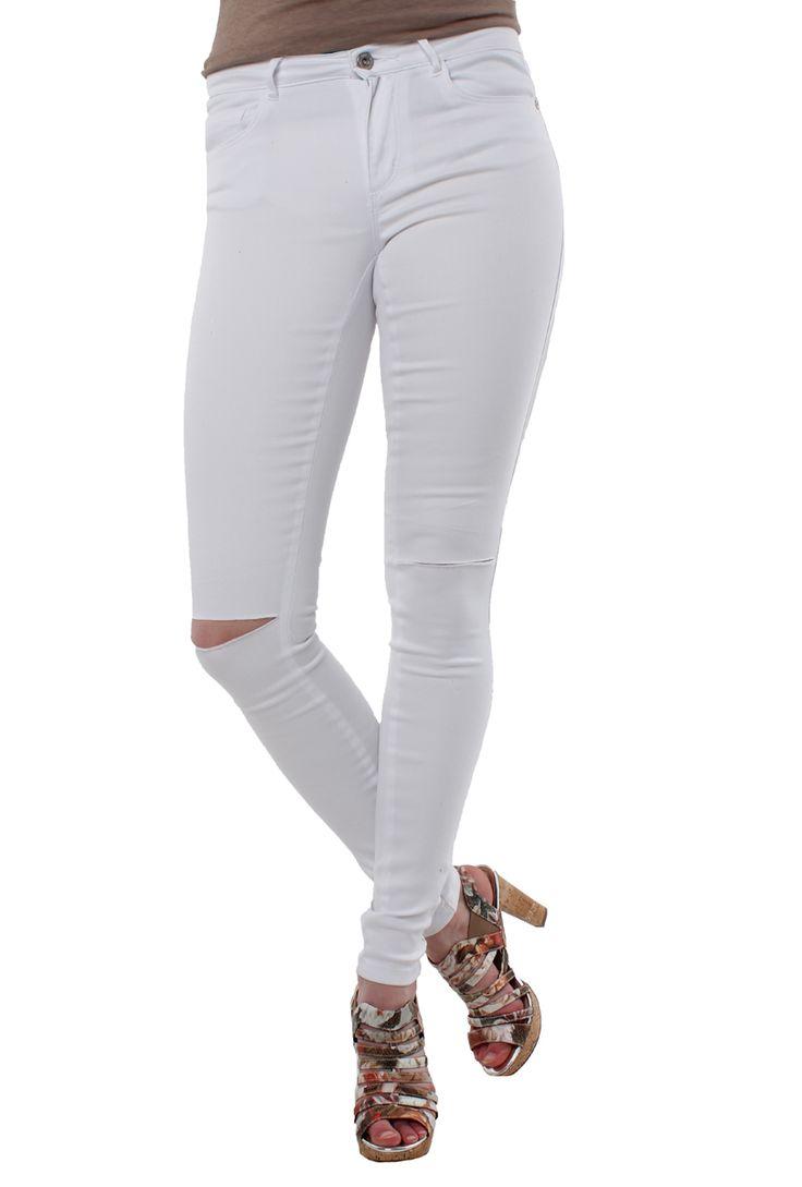 Nog op zoek naar een mooie witte skinny jeans? Wat dacht je van deze? Nu in  de uitverkoop! #mode #dames #vrouwen #broek #wit #fashion #women #white #trousers #jeans #sale
