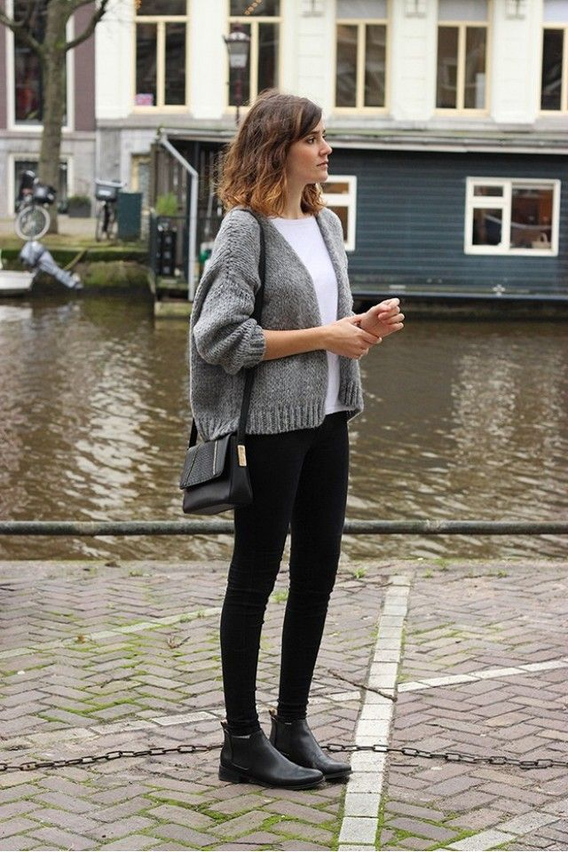Blogger Mango and Salt wears a white t-shirt, cropped cardigan, shoulder bag, skinny jeans, and black ankle boots