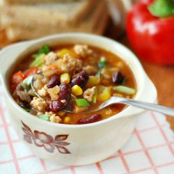 Is it possible that a proper portion of chili contains only around 190 calories?! Yes! Try this amazing recipe with red beans and chicken.