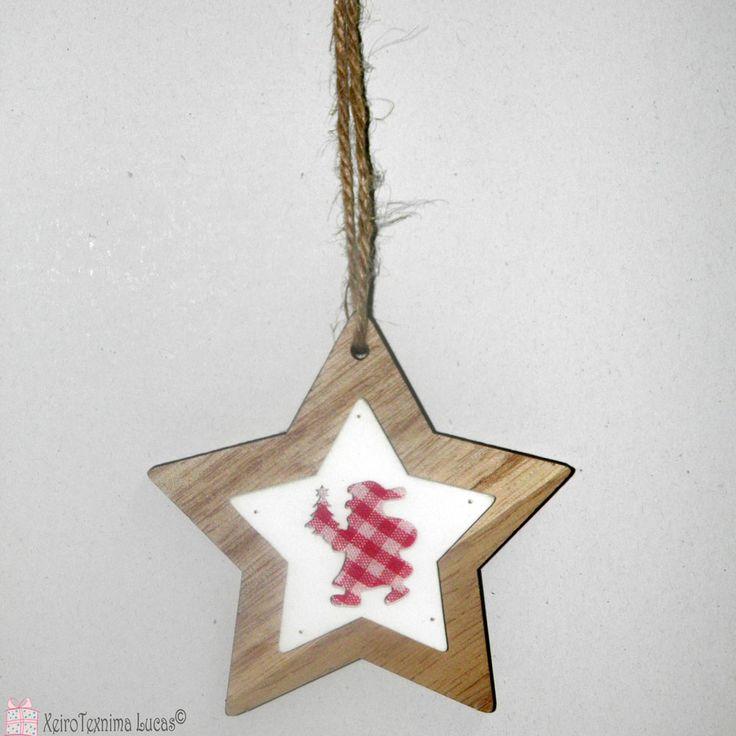 Ξύλινα αστέρια. Ξύλινο αστέρι με τη σκιά του Άγιου Βασίλη φτιαγμένη από καρό σχέδιο. ιδανικό για χριστουγεννιάτικη διακόσμηση. Wooden christmas star ornament with Santa Claus.