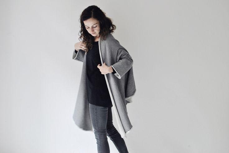 grauer poncho, cape, sweatshirt, flauschig von aempersand/ auf DaWanda.com