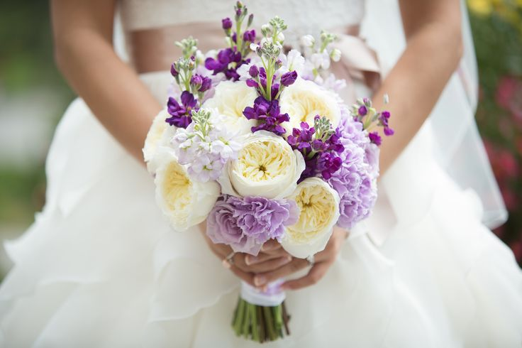Pretty ivory 'Patience' garden roses paired with lavender 'Ocean song' roses in this lovely bridal bouquet.  Photo: www.ericdaigle.com Bouquet: www.flowersbyjanie.com  #bridalbouquet #oceansongrosebouquet #patiencegardenroses #Calgaryweddingflorist #Banffweddingflorist
