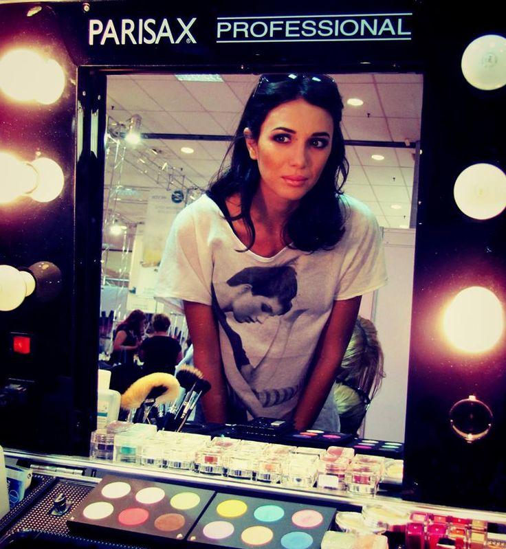 Intampina fiecare dimineata cu un zambet. #Parisax #makeup #ParisaxRomania