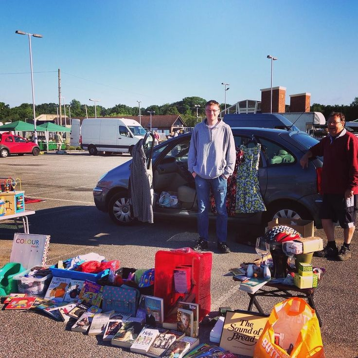Pre house move boot fair today. Not much success came away with about 30 and a sunburnt face. #AWESOME  #bootfair #carbootsale #sun #sunny #tired #wegotupat5am #thesoundofbread #everything50p #imsotired #wearemoving #cantwait #goingtobedearly