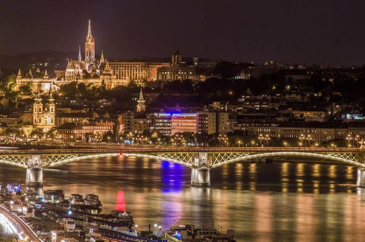 http://welovebudapest.com/budapest.nevezetessegei/ezek.voltak.a.legnepszerubb.fotok.2015.ben