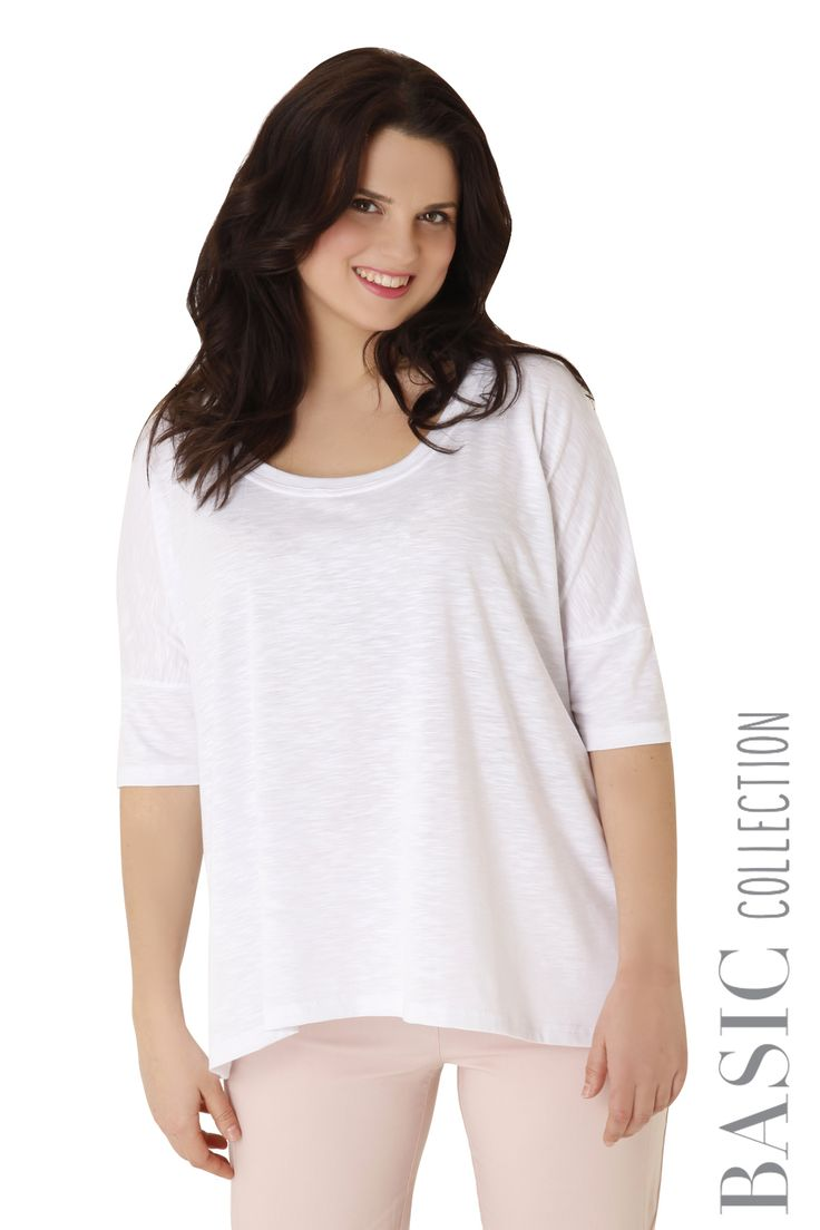 Top made of flama with feminine neckline and 3/4 sleeves. Available in 4 colours.