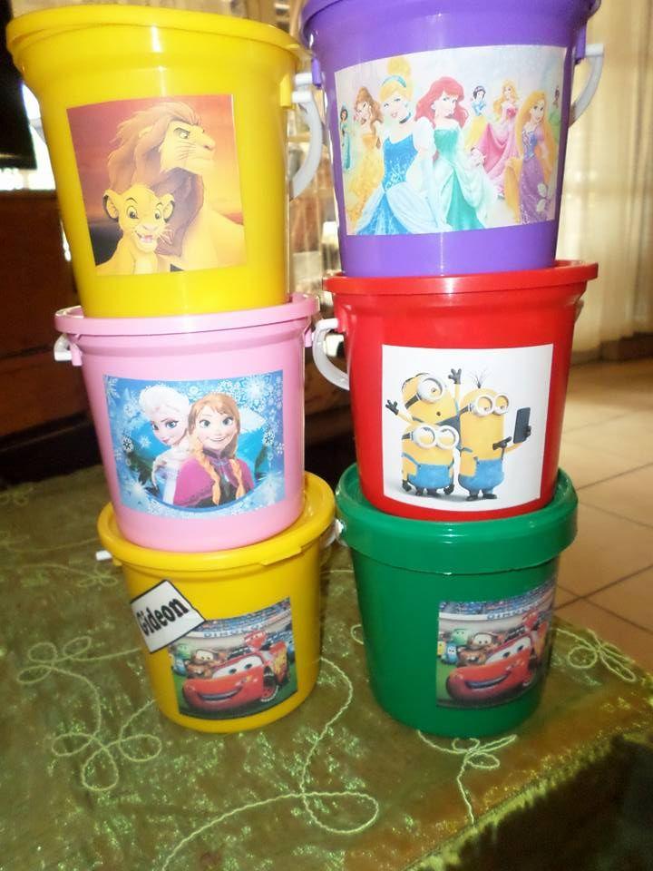 Ons verkoop partytjie emmertjies. (1 liter groot). kan enige tema sticker opsit met lekker goedjies in. Prys is R35 per emmer. Bucket: chips Lollys Toffees Sweets Sherbet Marsmallows Small play toy for boys and girls Sticker on bucket any theme Bestel by Marni 0813625633 (scheduled via http://www.tailwindapp.com?utm_source=pinterest&utm_medium=twpin&utm_content=post123878679&utm_campaign=scheduler_attribution)