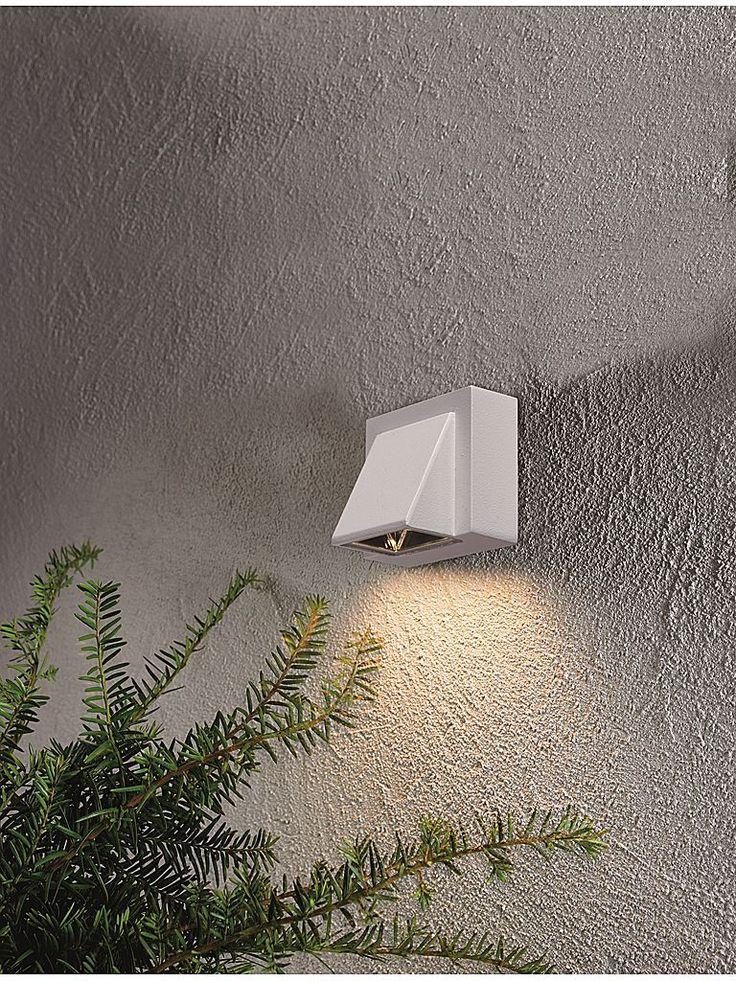 Vit utomhuslampa - Markslöjd Carina LED vägglampa