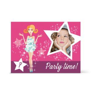 Πρόσκληση Γενεθλίων για Κορίτσι Πριγκίπισσες. Μια μοναδική οριζόντια πρόσκληση για το παιδικό πάρτυ γενεθλίων, με ροζ χρώμα για κορίτσια. Βάλτε την φωτογραφία του κοριτσιού σας γράψτε το δικό σας κείμενο και εντυπωσιάστε τους καλεσμένους στο παιδικό σας πάρι.