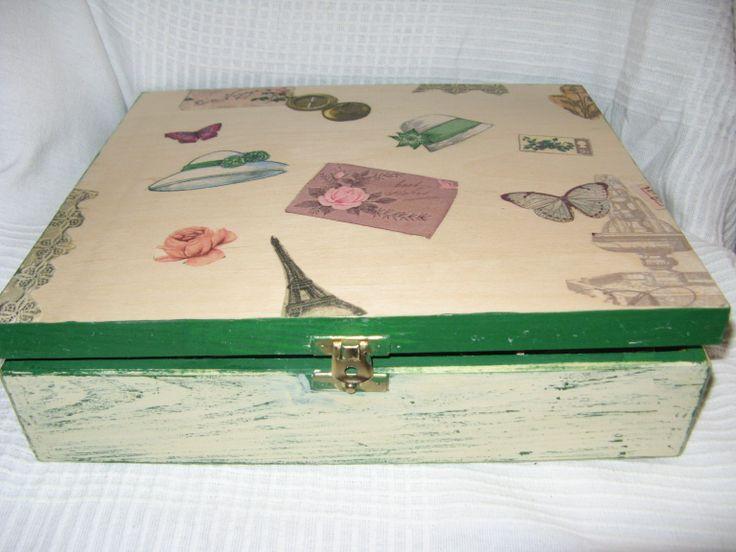 Pudełko drewniane wykonane techniką decoupage. Wymiary: 25x30x7cm.