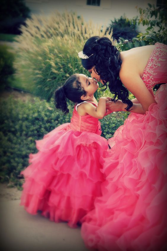 Sister Picture | Quinceanera Photography | Quinceanera Ideas |