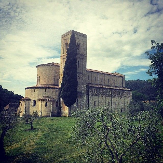 Castelnuovo dell'Abate nel Toscana. The Abbey of Sant'Antimo is a former Benedictine monastery in the comune of Montalcino, Tuscany, central Italy. It is approximately 10 km from Montalcino about 9 km from the Via Francigena, the pilgrim route to Rome.