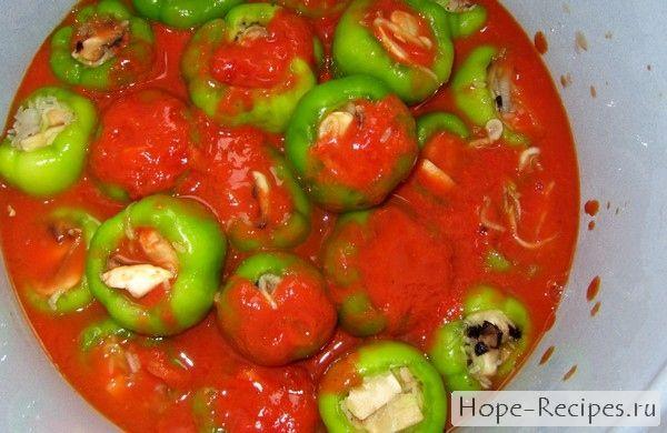 Вегетарианские фаршированные перцы с грибами и рисом