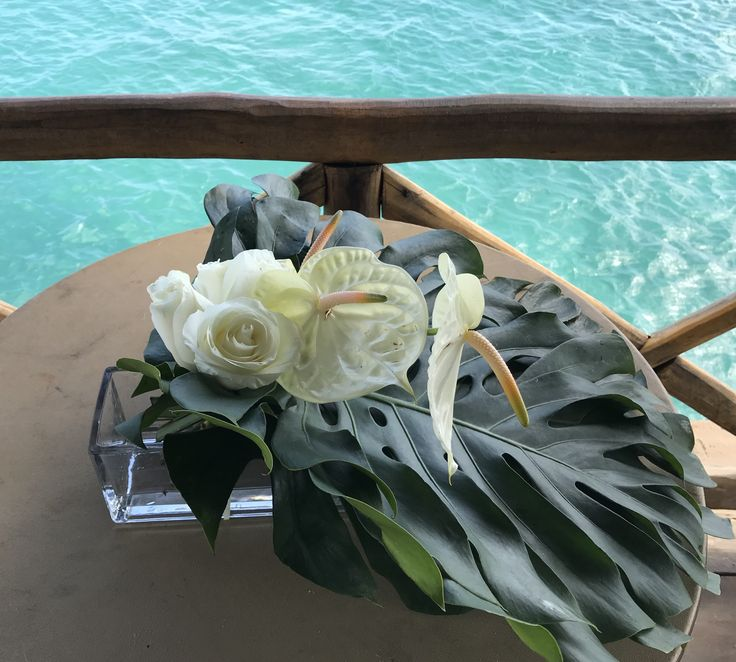 CBG248 wedding Riviera Maya centerpieces with white flowers for ceremony table / centro de mesa con flores blancas