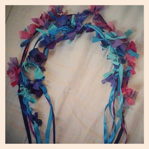 Cintillos de nudos de tela en combinaciones coloridas