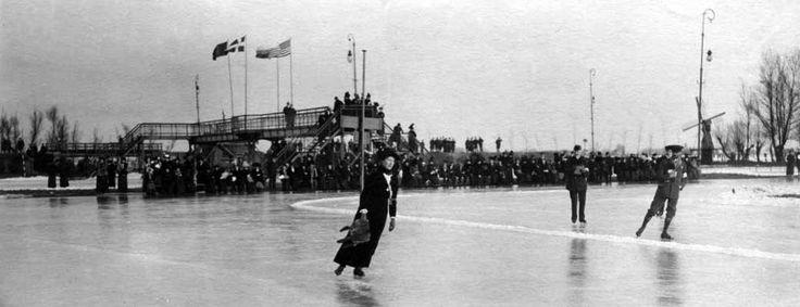 Trien de Boer-Blaauboer uit Groningen tijdens het NK op dinsdag 20 januari 1914 op de banen van IJsclub Kralingen in Rotterdam. Zij werd die dag voor de eerste keer in haar lange carrière Nederland...