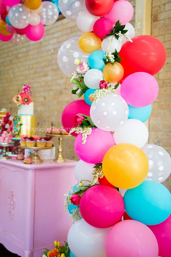 How cute is this?! Balloon arch over a desert table! This is perfect event inspiration if you are throwing a party!