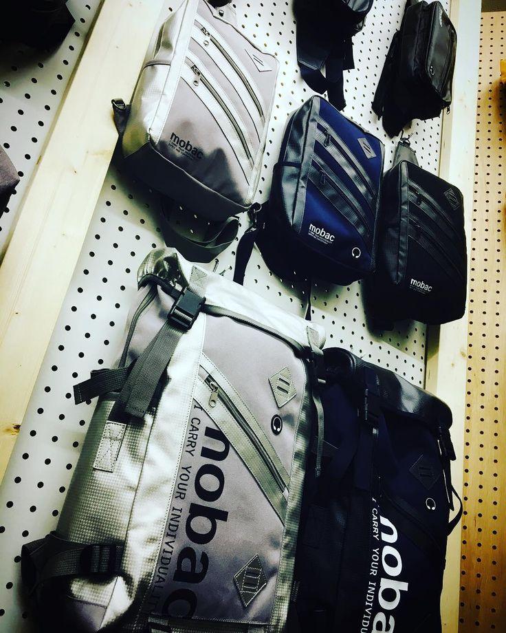 mobacの最新作まだネットでは販売前ですが近々リリース予定です #mobac #リュック #ボディバッグ #カジュアルバッグ #シルバーのバッグ #タウン #emono #イーモノ #通勤バッグ #通学バッグ