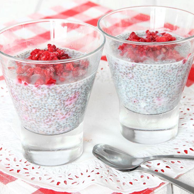 God och mättande och hälsosam chiagröt/pudding som är fylld med nyttiga chiafrön.
