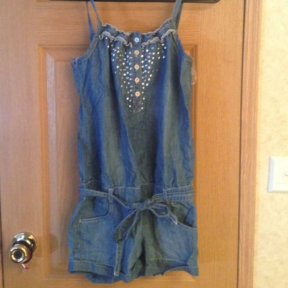 Short Jean jumper Light short blue jean jumper never worn Dosent fit no stains or rips NEW Justice Dresses