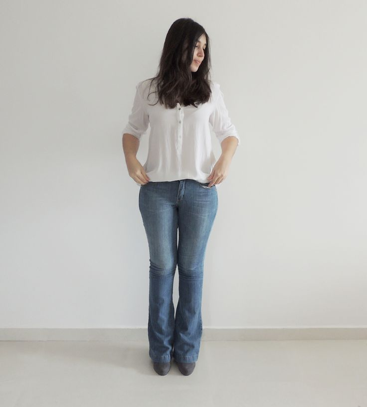 white shirt and flare jeans. camisa branca e jeans flare. www.simpleness.com.br