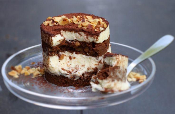 Il tiramisù brownie è un irresistibile incontro tra due dolci golosi, un dessert al cucchiaio semplicemente libidinoso. Da provare!