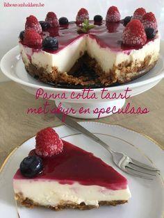 Recept panna cotta taart met skyr en speculaas zonder bakken door ikhouvanbakken.be #pannacottataart #skyrtaart #taartzonderbakken #koelkasttaart #taartmetskyr #skyrrecept #nederlands