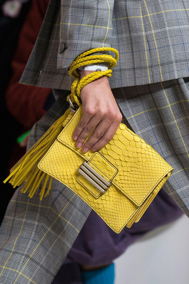 100 лучших сумок будущей весны по итогам Недели моды в Милане