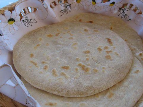 Pan Indio Chapati.  Ingredientes para 6 panes:  3 tazas de harina Menos de 1 taza de agua 1 cucharadita de sal 2 cucharadas de aceite