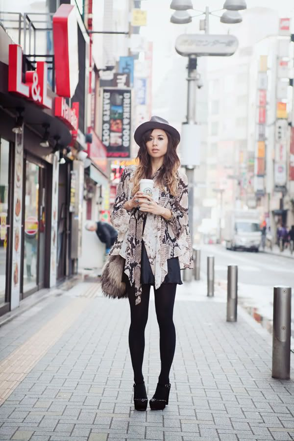 Top 10 Fashion Blogger Poses | Cocorosa